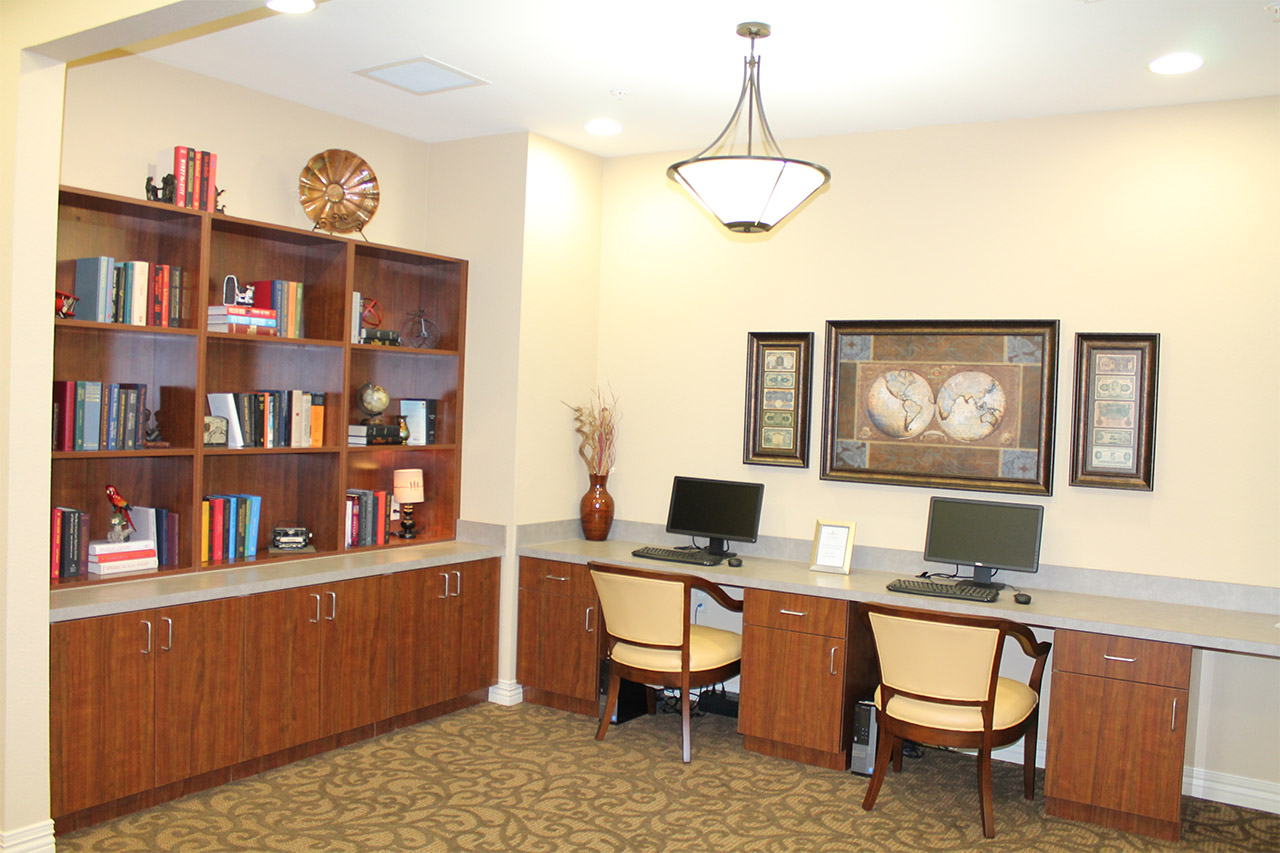 Library with computer access at Treviso nursing home